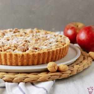 Apfel-Birnen-Tarte mit Amarettini-Streuseln