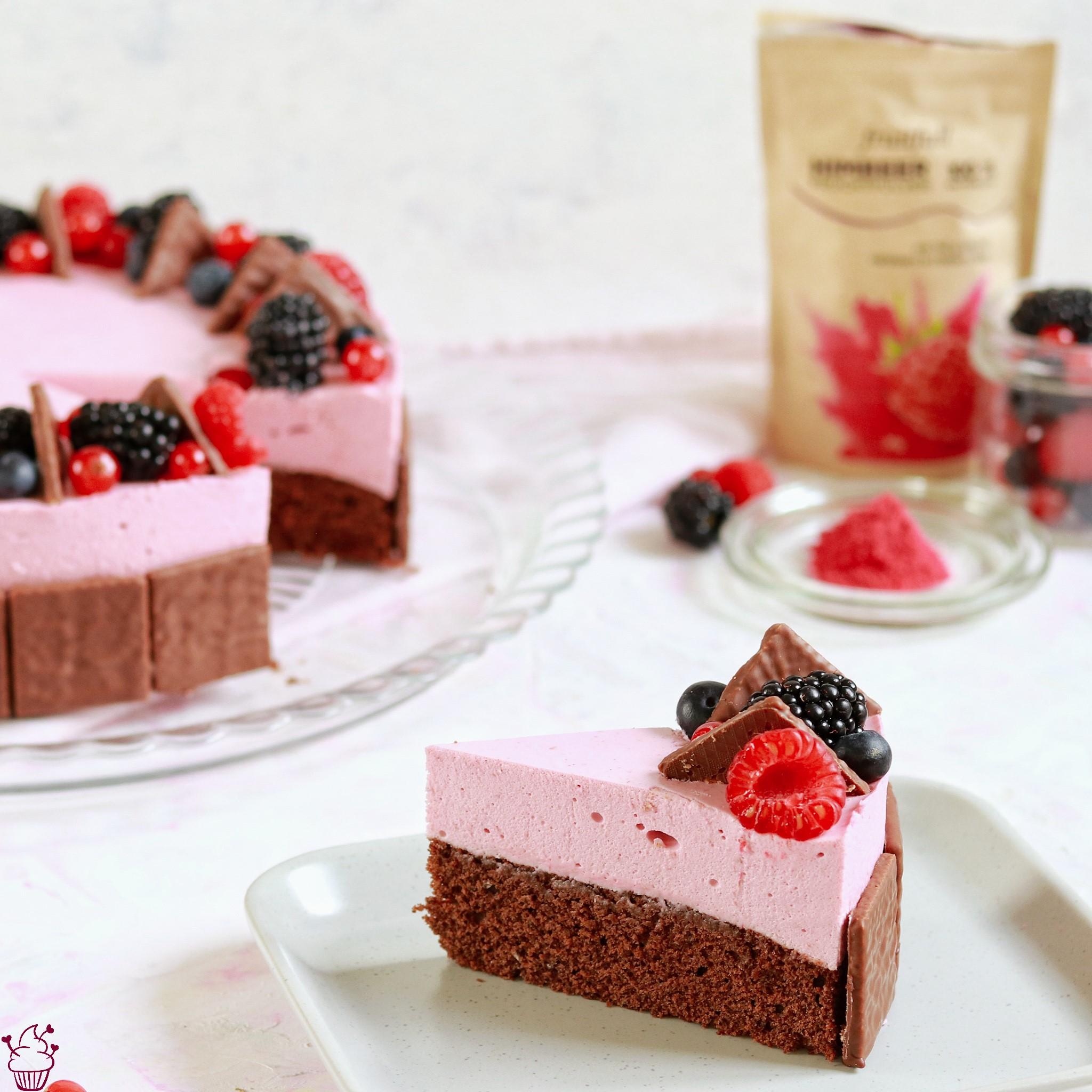 Schoko-Himbeer-Torte mit Waffelblättchen